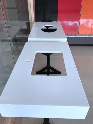 Pure White Artificial Quartz Countertop